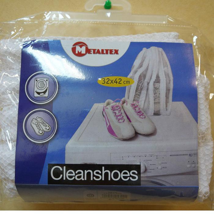Сетка для стирки обуви в стиральной машине Metaltex40.53.99Сетка Metaltex, выполненная из поливинилхлорида, предназначена для стирки обуви в стиральной машине. Сетка снабжена удобной молнией. Она защищает обувь и стиральную машину от повреждений во время стирки. Снижает уровень шума при стрике обуви. Характеристики: Материал: поливинилхлорид. Размер сетки: 32 см х 42 см. Артикул: 40.53.99.