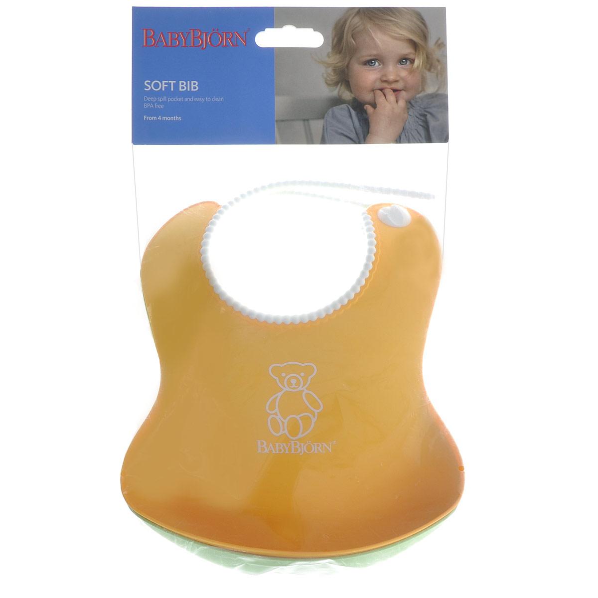 Комплект нагрудников BabyBjorn, цвет: желтый, зеленый, 2 шт0462.03Комплект нагрудников BabyBjorn обязательно пригодится любой мамочке. Оригинальный нагрудник выполнен из мягкого пластика с удобной регулируемой застежкой. Его мягкая горловина не поцарапает шею вашего малыша. Нагрудник оснащен глубоким карманом для улавливания пищи, поэтому, как бы ребенок не крутился, крошки и упавшие кусочки все равно останутся в кармашке. После приема еды нагрудник легко вымыть водой. Комплект включает два нагрудника желтого и зеленого цветов.