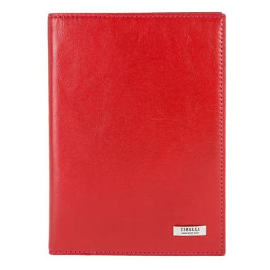 Бумажник водителя Tirelli Классик, цвет: красный. 15-305-0615-305-06Бумажник водителя Tirelli Классик изготовлен из натуральной кожи красного цвета с матовой текстурой. Внутри содержится съемный блок из 6 прозрачных пластиковых файлов различного размера для автодокументов. Также внутри имеется 4 прорезных кармана для пластиковых карт и 2 потайных кармашка. Стильный бумажник не только защитит ваши документы, но и станет стильным аксессуаром, подчеркивающим ваш образ. Изделие упаковано в подарочную коробку синего цвета с логотипом фирмы Tirelli.
