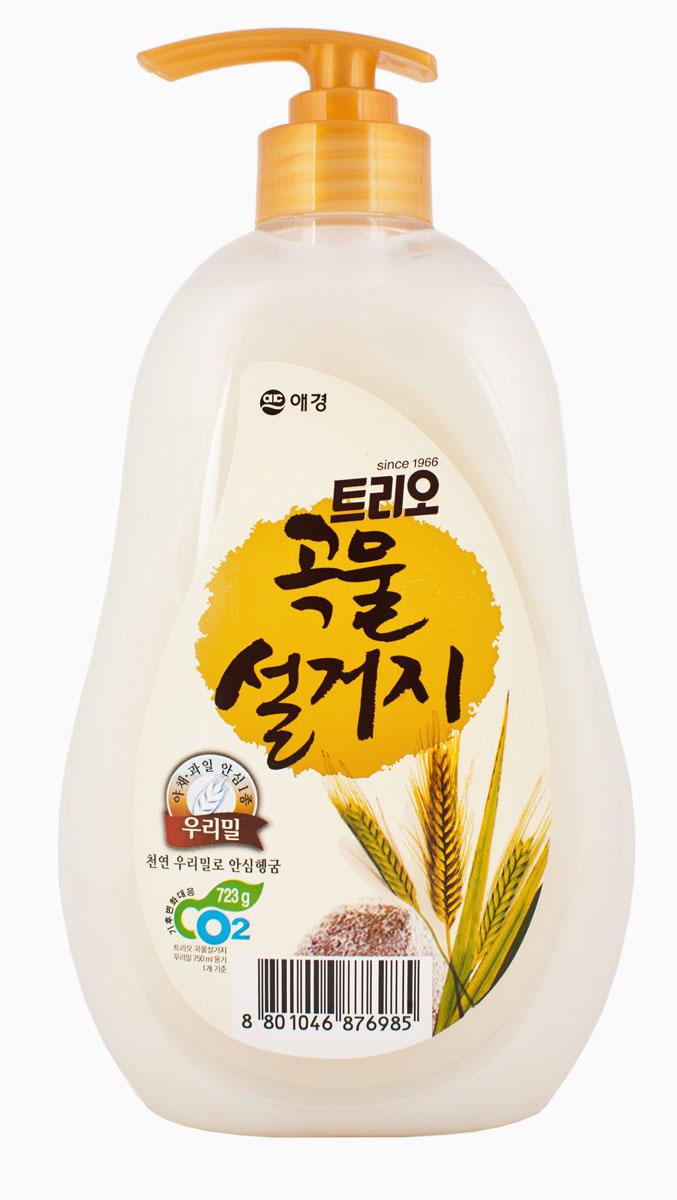 Средство для мытья посуды Трио Пшеница, 750 мл876985Средство для мытья посуды Трио Пшеница изготавливается из экологически чистых пшеничных отрубей и имеет следующие особенности: - натуральный экстракт пшеницы облегчает процесс полоскания, средство не остается на посуде; - витамин Е и пшеничные отруби смягчают и увлажняют кожу рук, - безопасно для мытья детской посуды, - не содержит 5 опасных ингредиентов: искусственных красителей, фосфорной кислоты, парабенов, метилового спирта, флуоресцентных отбеливателей, - обладает натуральным запахом, что делает средство более безопасным; - экстракт пшеницы эффективно удаляет жир с посуды; - идеально подходит для мытья овощей и фруктов.