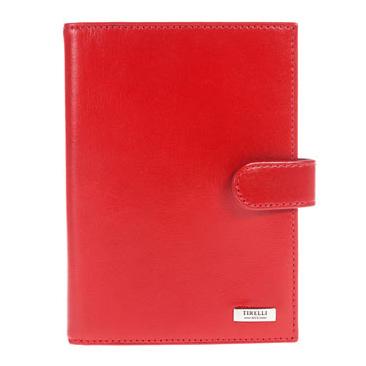 Бумажник водителя Tirelli Классик, цвет: красный. 15-320-0615-320-06Бумажник водителя Tirelli Классик изготовлен из натуральной кожи красного цвета с матовой текстурой. Закрывается бумажник при помощи хлястика на кнопку. Внутри содержится съемный блок из 6 прозрачных пластиковых файлов разного размера для автодокументов. На внутренней стороне обложки имеется 3 прорезных кармашка для пластиковых карт, прозрачное окошко для фотографии и потайной кармашек для мелких бумаг. Стильный бумажник не только защитит ваши документы, но и станет стильным аксессуаром, подчеркивающим ваш образ. Изделие упаковано в подарочную коробку синего цвета с логотипом фирмы Tirelli.
