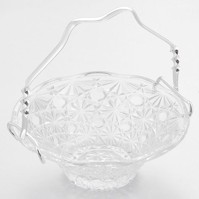 Ваза для сервировки Queen Anne, диаметр 14 смАн 0/6861NSВеликолепная ваза Queen Anne выполнена из качественного стекла и декорирована оригинальными гранями. Изделие оснащено съемной ручкой из стали с серебрением. Такая ваза придется по вкусу и ценителям классики, и тем, кто предпочитает утонченность и изысканность. Ваза Queen Anne украсит ваш стол и подчеркнет прекрасный вкус хозяина, а также станет отличным подарком. Ручка изделия покрыта устойчивым от потускнения лаком. Изредка мойте в мыльной воде. Не применять средства для чистки серебра - это уничтожит лаковое покрытие.