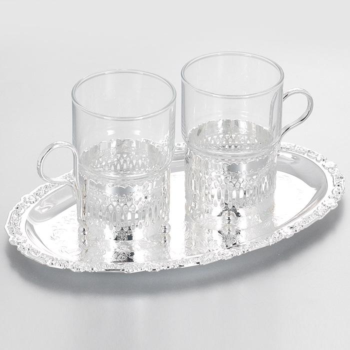Набор чайный Queen Anne, 3 предмета. Ан 0/6321Ан 0/6321Чайный набор Queen Anne состоит из двух стаканов и овального подноса. Стаканы выполнены из качественного прозрачного стекла и размещаются в подстаканниках из стали с серебрением. Подстаканники оформлены декоративной перфорацией и оснащены тремя круглыми ножками. Поднос выполнен из стали с серебрением и декорирован изящной гравировкой. Элегантный дизайн и совершенные формы предметов набора привлекут к себе внимание и украсят интерьер вашей кухни. Чайный набор Queen Anne, выполненный под старину, идеально подойдет для сервировки стола и станет отличным подарком к любому празднику. Изделия покрыты устойчивым от потускнения лаком. Изредка мойте в мыльной воде. Не применять средства для чистки серебра - это уничтожит лаковое покрытие. Характеристики: Материал: сталь, стекло. Размер подноса: 24 см х 15 см. Диаметр стакана по верхнему краю: 6,5 см. Высота стакана: 9,7 см. Размер упаковки: 24 см х 15 см х 7,5 см. Изготовитель:...