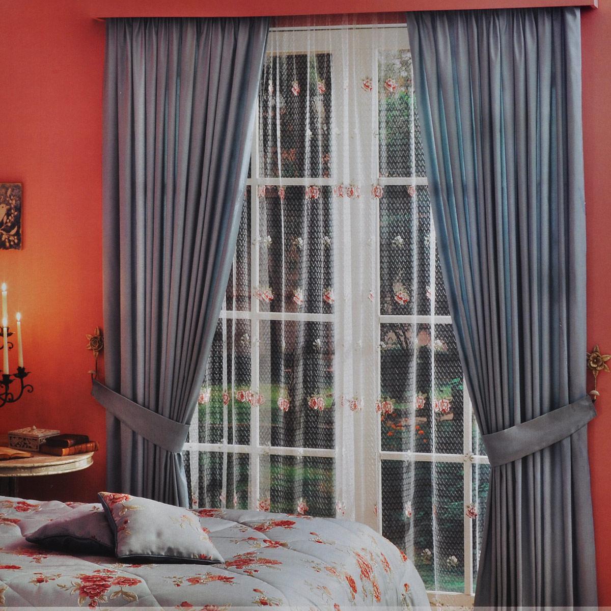 Комплект штор ТАС Zanotta, на ленте, цвет: серо-голубой, белый, высота 270 см6088-25056088Роскошный комплект штор ТАС Zanotta, выполненный из качественного полиэфира, состоит из двух портьер, тюля и двух подхватов. Портьеры и подхваты выполнены из плотной ткани серо-голубого цвета. Тюль выполнен из сетчатой ткани белого цвета с яркой цветочной вышивкой. Тюль и портьеры оснащены шторной лентой для собирания в сборки. Комплект штор ТАС Zanotta эффектно подчеркнет стиль вашего дома, а также создаст неповторимую атмосферу гармонии. Полиэфир - вид ткани, состоящий из полиэфирных волокон. Ткани из полиэфира - легкие, прочные и износостойкие. Такие изделия не требуют специального ухода, не пылятся и почти не мнутся. Комплект упакован в подарочный ПВХ-чемодан с ручкой, закрывающийся на застежку-молнию. Рекомендации по уходу: - бережная машинная стирка при температуре не более 30°С; - отбеливание запрещено; - гладить при температуре нижней плиты утюга не более 110°С; - бережная химическая чистка; - нельзя выжимать и...