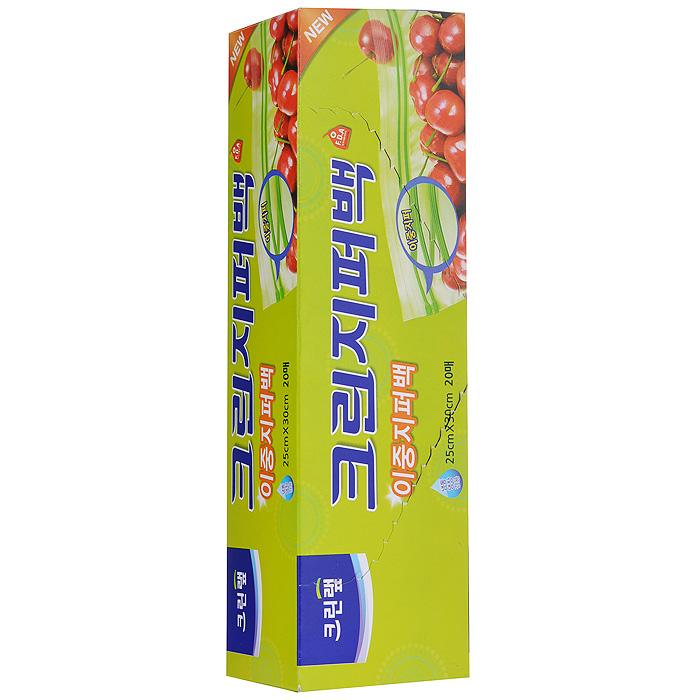 Пакеты на молнии Clean Wrap Clean Zipper Bag, 25 cм х 30 cм, 20 шт28109Пакеты на молнии Clean Wrap Clean Zipper Bag изготовлены из полиэтилена низкой плотности, одобренного Управлением по контролю за качеством пищевых продуктов и лекарственных средств США (FDA). Пакеты содержат двойные застежки-молнии для более прочного и плотного сцепления. Специальное грибообразное сечение застежки обеспечивает плотное и герметичное сцепление, что препятствует вытеканию жидкости из пакета. Сохраняют свежесть продуктов, запирая плохие запахи. Способы использования: - для хранения продуктов (завтраков, сэндвичей, хлеба, фруктов, овощей, остатков пищи), - для заморозки мяса, рыбы, моллюсков, - для пищевых отходов и корма для животных, - для подогревания пищи в СВЧ (при использовании в СВЧ не предназначенных для этого пленок могут выделяться опасные соединения хлора), - для хранения личных вещей и предметов гигиены.