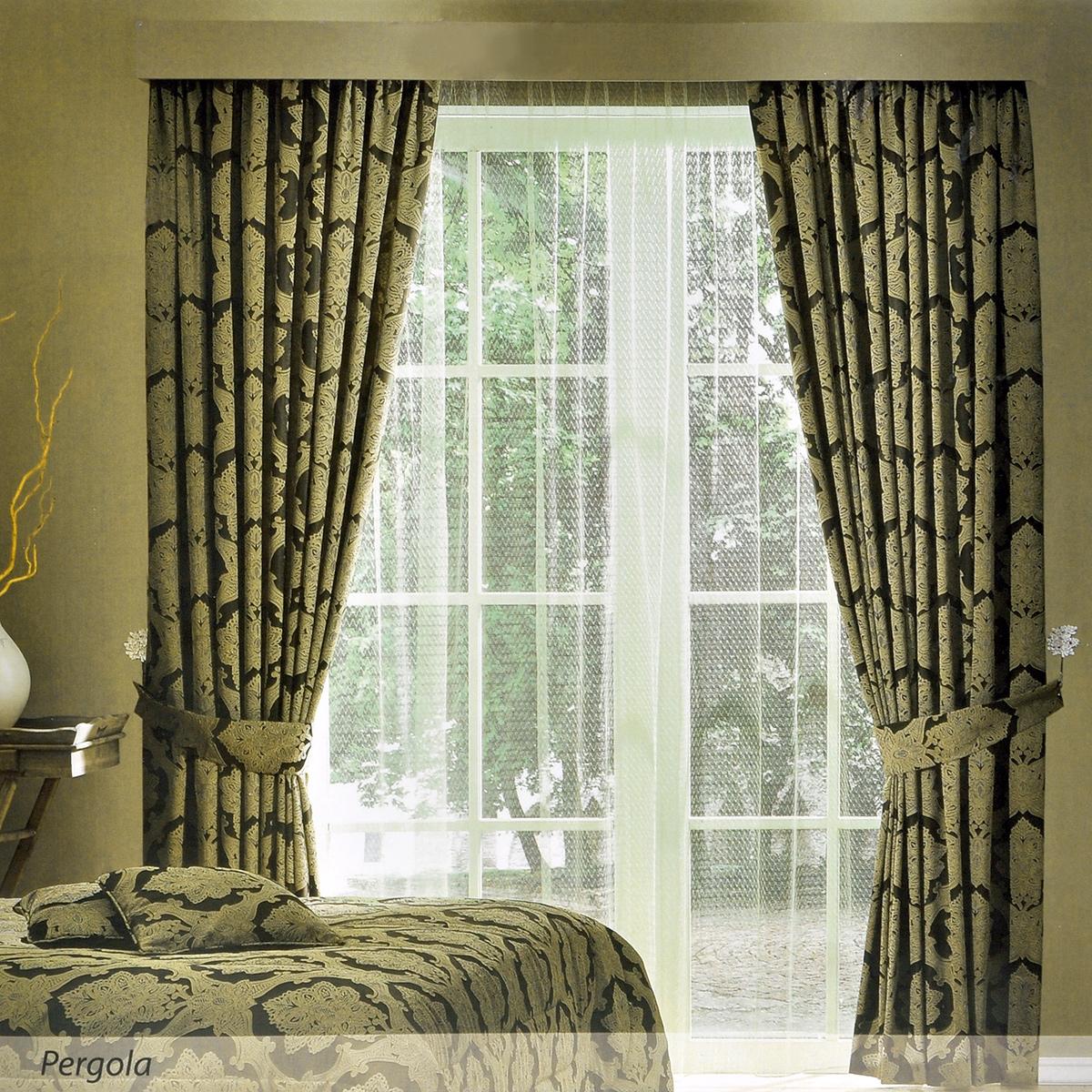 Комплект штор ТАС Pergola, на ленте, цвет: коричневый, золотистый, высота 270 см5201-25055201Роскошный комплект штор ТАС Pergola, выполненный из качественного полиэфира, состоит из двух портьер, тюля и двух подхватов. Портьеры и подхваты выполнены из плотной ткани коричневого цвета с изящным золотистым узором. Тюль выполнен из сетчатой ткани цвета лайма. Тюль и портьеры оснащены шторной лентой для собирания в сборки. Комплект штор ТАС Pergola эффектно подчеркнет стиль вашего дома, а также создаст неповторимую атмосферу гармонии. Полиэфир - вид ткани, состоящий из полиэфирных волокон. Ткани из полиэфира - легкие, прочные и износостойкие. Такие изделия не требуют специального ухода, не пылятся и почти не мнутся. Комплект упакован в подарочный ПВХ-чемодан с ручкой, закрывающийся на застежку-молнию. Рекомендации по уходу: - бережная машинная стирка при температуре не более 30°С; - отбеливание запрещено; - гладить при температуре нижней плиты утюга не более 110°С; - бережная химическая чистка; - нельзя выжимать и сушить...