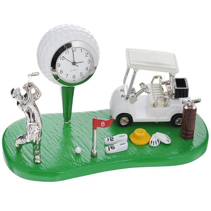 Часы настольные Гольф, цвет: зеленый, белый. 2240922409Оригинальный дизайн настольных часов Гольф разработан с учетом современных тенденций оформления интерьеров. Выполненные из металлического сплава в виде поля и атрибутов для гольфа, эти часы, несомненно, будут привлекать к себе внимание. Часы с кварцевым механизмом работают плавно и бесшумно и требуют лишь примерно раз в год замены батарейки. На циферблате имеются часовая, минутная и секундная стрелки. Такие часы легко впишутся в любой интерьер и станут великолепным подарком!