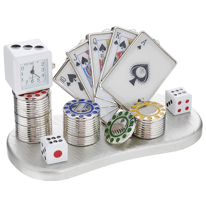 Часы настольные Казино, цвет: серебристый. 2240122401Оригинальный дизайн настольных часов Казино разработан с учетом современных тенденций оформления интерьеров. Выполненные из металлического сплава в виде набора для игры в покер, эти часы, несомненно, будут привлекать к себе внимание. Часы с кварцевым механизмом работают плавно и бесшумно и требуют лишь примерно раз в год замены батарейки. На циферблате имеются часовая, минутная и секундная стрелки. Такие часы легко впишутся в любой интерьер и станут великолепным подарком! Характеристики: Материал: металл (сплав цинка), стекло. Цвет: серебристый. Размер часов (Д х В х Ш): 11 см х 5,5 см х 5 см. Размер циферблата: 1,5 см х 1,5 см. Размер упаковки: 12 см х 7,5 см х 8 см. Артикул: 22401.