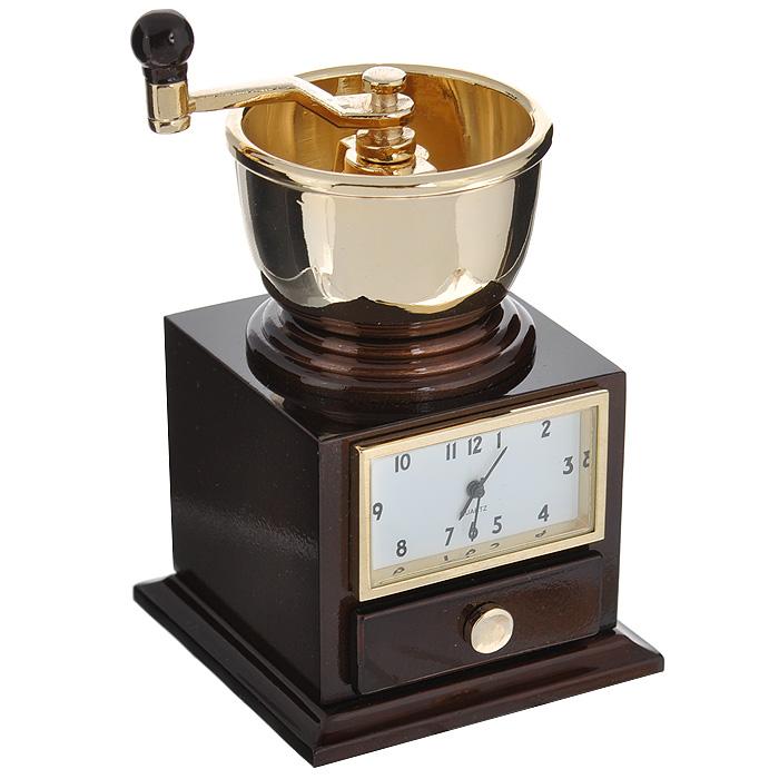 Часы настольные Кофемолка, цвет: коричневый, золотой. 2241522415Оригинальный дизайн настольных часов Кофемолка разработан в классическом стиле, с учетом современных тенденций оформления интерьеров. Выполненные из металлического сплава в виде ручной кофемолки, эти часы, несомненно, будут привлекать к себе внимание. Часы с кварцевым механизмом работают плавно и бесшумно и требуют лишь примерно раз в год замены батарейки. На циферблате имеются часовая, минутная и секундная стрелки. Есть возможность подведения стрелок. Такие часы легко впишутся в любой интерьер и станут великолепным подарком!