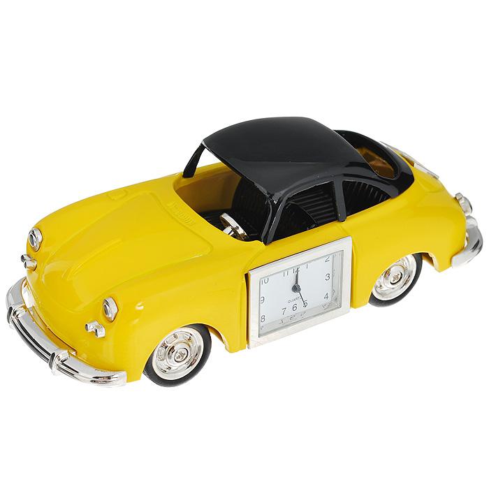 Часы настольные Ретро автомобиль, цвет: желтый. 2242222422Оригинальный дизайн настольных часов Ретро автомобиль разработан с учетом современных тенденций оформления интерьеров. Выполненные из металлического сплава в виде желтого авто, эти часы, несомненно, будут привлекать к себе внимание. Часы с кварцевым механизмом работают плавно и бесшумно и требуют лишь примерно раз в год замены батарейки. На циферблате имеются часовая, минутная и секундная стрелки. Такие часы легко впишутся в любой интерьер и станут великолепным подарком!
