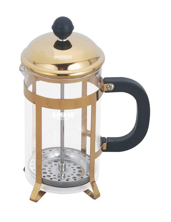 Френч-пресс Bekker De Luxe, 600 мл. BK-357BK-357Френч-пресс Bekker, выполненный из стекла, пластика и металла, практичный и простой в использовании. Засыпая чайную заварку под фильтр и заливая ее горячей водой, вы получаете ароматный чай с оптимальной крепостью и насыщенностью. Остановить процесс заварки чая легко. Для этого нужно просто опустить поршень, и заварка уйдет вниз, оставляя вверху напиток, готовый к употреблению. Современный дизайн полностью соответствует последним модным тенденциям в создании предметов бытовой техники. Высота френч-пресса: 21 см.