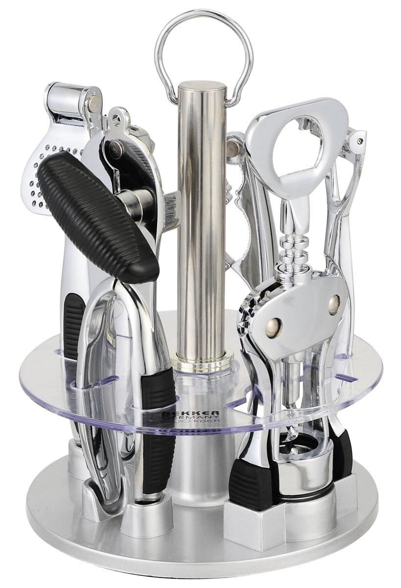 Набор открывалок Bekker, 6 предметовBK-452Удобный многофункциональный набор открывалок Bekker - консервный нож, картофелечистка, штопор, пресс для чеснока, щипцы для орехов, вращающаяся пластмассовая подставка - пригодится на любой кухне. Приборы изготовлены из пищевой нержавеющей стали и пластика. Характеристики: Материал: нержавеющая, пластик, резина. Длина штопора: 19,5 см. Длина консервного ножа: 18 см. Длина пресса для чеснока: 18 см. Длина щипцов для орехов: 16 см. Длина картофелечистки: 17 см. Размер подставки: 16 см х 16 см х 20 см. Размер упаковки: 17 см х 17 см х 22 см. Артикул: BK-452.