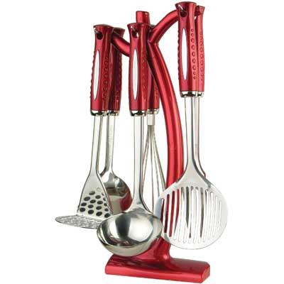 Набор кухонный Bekker BK-490, 7 предметовBK-490Набор кухонных аксессуаров Bekker станет незаменимым помощником на кухне, поскольку в набор входят самые необходимые кухонные аксессуары: картофелемялка, ложка, половник, вилка, шумовка, венчик. Все предметы набора хранятся в элегантной настольной подставке. Весь набор выполнен из нержавеющей стали и пластика. Сталь с таким сплавом широко используется во всем мире. Изделия из нержавеющей стали исключительно прочны, гигиеничны, не подвержены коррозии и химически устойчивы по отношению к органическим кислотам, солям и щелочам. Такой набор понравится любой хозяйке и будет отличным помощником на кухне. Характеристики: Материал: нержавеющая сталь, пластик. Размер подставки: 37 см х 14 см х 8 см. Длина картофелемялки: 28 см. Длина ложки: 32 см. Длина половника: 31 см. Длина шумовки: 33 см. Длина вилки для мяса: 33 см. Длина венчика: 30 см. Размер упаковки: 38 см х 16 см х 10 см. Артикул: BK-490.