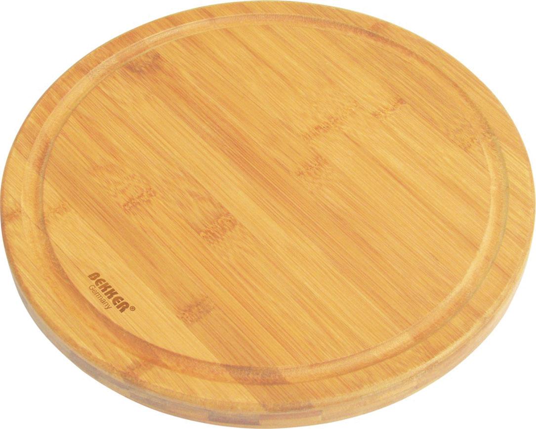 Доска разделочная Bekker, бамбуковая, диаметр 25 см. BK-9715BK-9715Круглая разделочная доска Bekker изготовлена из высококачественной древесины бамбука, обладающей антибактериальными свойствами. Бамбук - инновационный материал, идеально подходящий для разделочных досок. Доски из бамбука обладают высокой плотностью структуры древесины, а также устойчивы к механическим воздействиям. Вдоль края доска оснащена желобками для стока жидкости. Функциональная и простая в использовании, разделочная доска Bekker прекрасно впишется в интерьер любой кухни и прослужит вам долгие годы. Характеристики: Материал: бамбук. Диаметр доски: 25 см. Толщина: 2 см.