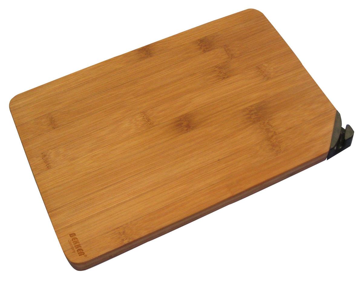 Доска разделочная Bekker, бамбуковая, с заточкой, 40 см х 30 см. BK-9730BK-9730Разделочная доска Bekker изготовлена из высококачественной древесины бамбука, обладающей антибактериальными свойствами. Бамбук - инновационный материал, идеально подходящий для разделочных досок. Доски из бамбука обладают высокой плотностью структуры древесины, а также устойчивы к механическим воздействиям. Угол доски оснащен заточкой для ножа. Функциональная и простая в использовании, разделочная доска Bekker прекрасно впишется в интерьер любой кухни и прослужит вам долгие годы. Характеристики: Материал: бамбук. Размер доски: 40 см х 30 см х 2 см. Артикул: BK-9730.