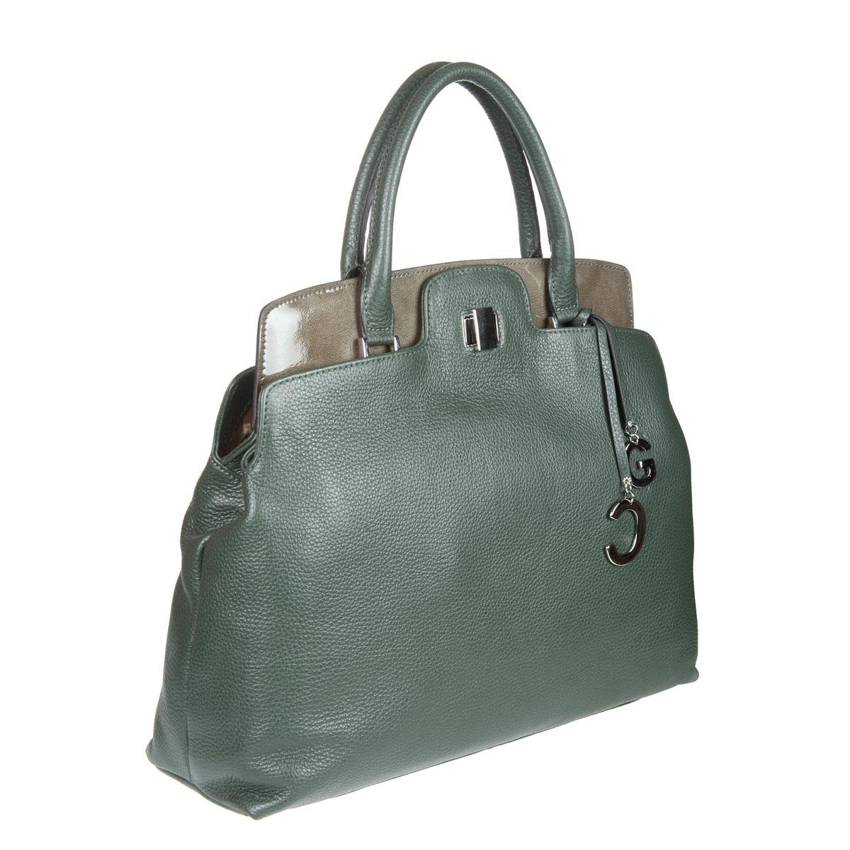Сумка женская Gianni Conti, цвет: зеленый. 1316926E Green1316926E GreenСтильная женская сумка Gianni Conti выполнена из высококачественной кожи зеленого цвета, дубленой с использованием экстрактов растительного происхождения. Сумка имеет два отделения, которые закрываются на поворотный замок. Внутри первого расположен вшитый карман на молнии. Во втором расположен вшитый карман на молнии, два кармашка для телефона, мелочи и один кармашек для пишущих принадлежностей. Сумка оснащена удобными ручками и плечевым ремнем регулируемой длины. Фурнитура - серебристого цвета. На дне сумки расположены ножки для лучшей устойчивости. Сумка - это стильный аксессуар, который подчеркнет вашу индивидуальность и сделает ваш образ завершенным. Характеристики: Материал: натуральная кожа, металл. Цвет: зеленый. Размер сумки: 35 см х 33 см х 10 см. Длина плечевого ремня: 135 см. Высота ручек: 15 см. Артикул: 1316926E Green.