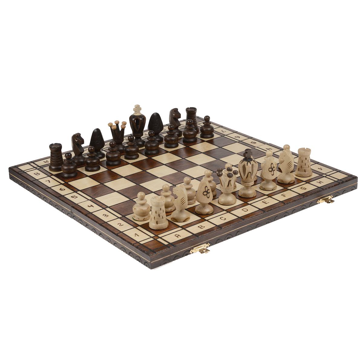 Шахматы Wegiel Королевские, размер: 48х24х5 см. 30123012Шахматы - это занимательный подарок и украшение интерьера. Фигуры выполнены из дерева и упакованы в изысканную деревянную шкатулку. Каждая фигура надежно крепится в определенном положении благодаря особым выемкам. Крышка шкатулки представляет собой шахматную доску. Шахматы - одна из древнейших игр, изобретенная в Индии три тысячи лет назад. Она позволяла разыгрывать сражения того времени, в которых принимали участие, как простые пешие воины, так и кавалерия, и боевые слоны.