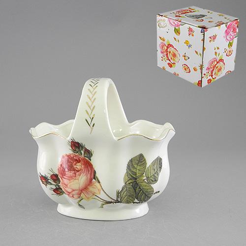 Конфетница с ручкой Besko Аромат розы. 528-380528-380Конфетница Аромат розы, изготовленная из высококачественного фарфора белого цвета с золотистой каймой, украсит сервировку вашего стола и подчеркнет прекрасный вкус хозяина, а также станет отличным подарком. Она имеет изысканную форму и украшена изображением пышной розы. Красочность оформления придется по вкусу и ценителям классики, и тем, кто предпочитает утонченность и изящность.