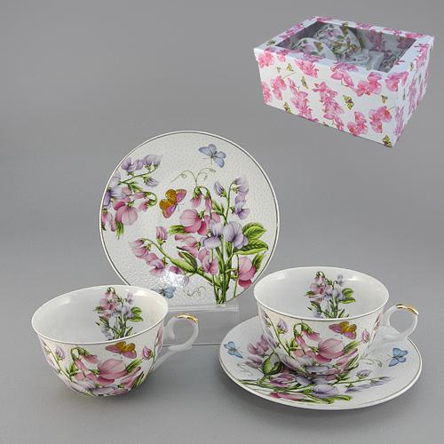 Набор чайный Душистый горошек с ложками, 6 предметов545-473Чайный набор Душистый горошек состоит из двух чашек, двух блюдец и двух ложек, выполненных из высококачественного фарфора. Предметы набора оформлены изображением цветочков и бабочек. Изящный дизайн и красочность оформления придутся по вкусу и ценителям классики, и тем, кто предпочитает утонченность и изысканность. Чайный набор Душистый горошек упакован в подарочную коробку. Внутренняя часть коробки задрапирована белым атласом.