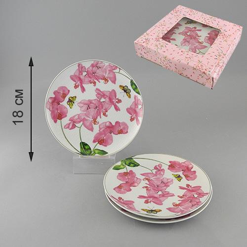 Набор тарелок Орхидея, диаметр 18,5 см, 3 шт545-664Набор Орхидея состоит из трех тарелок, выполненных из высококачественного фарфора и украшенных изображением цветков орхидеи и бабочек. Тарелки имеют изящную форму и декорированы золотистой окантовкой. Такой набор тарелок настроит на позитивный лад и подарит хорошее настроение. Стильный изящный дизайн несомненно придется вам по вкусу. Набор тарелок упакован в стильную подарочную коробку из плотного картона.