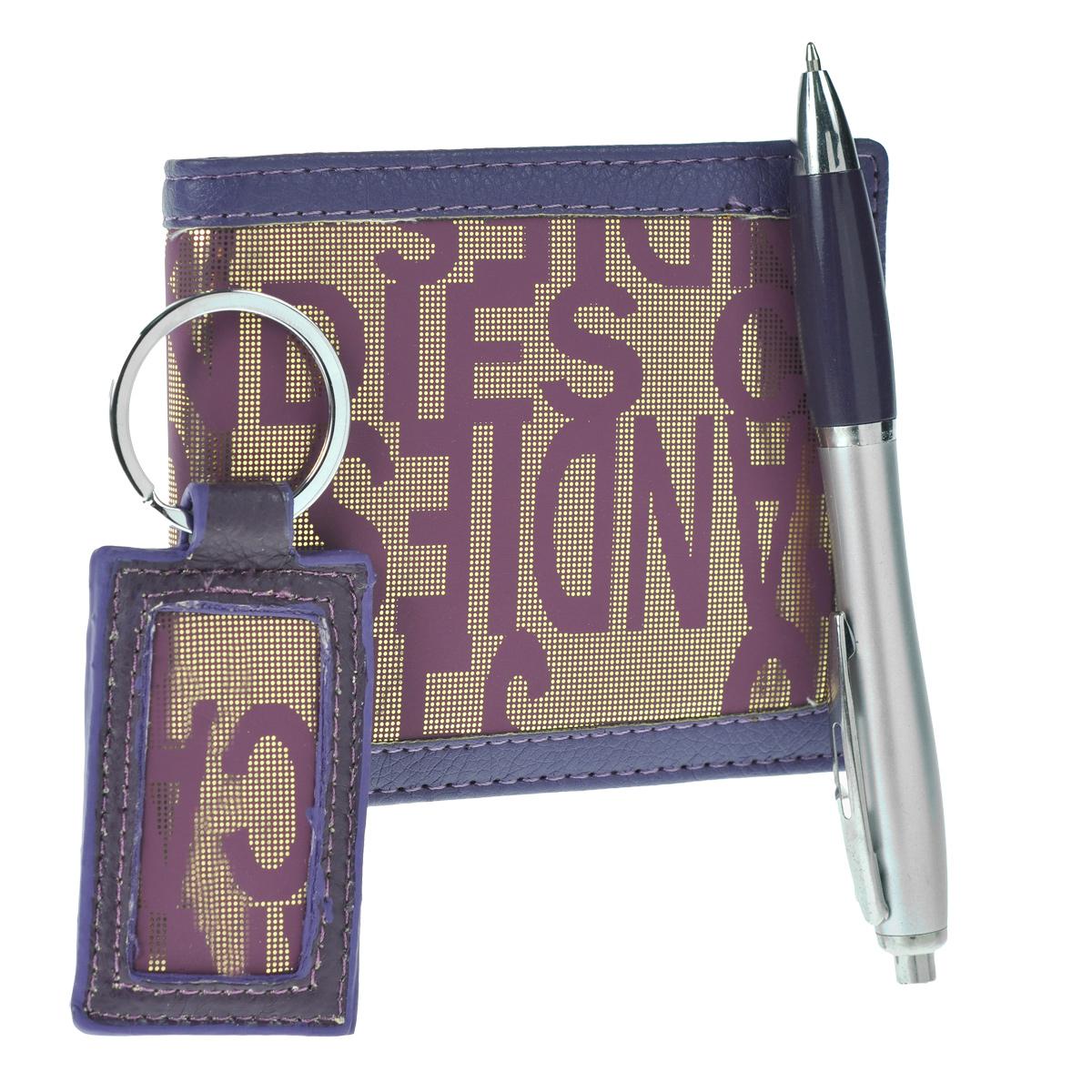 """Подарочный набор: портмоне, ручка, брелок, цвет: фиолетовый. 140304140304Подарочный набор, состоящий из шариковой ручки, брелока и портмоне порадует любую девушку. Портмоне выполнено из кожзаменителя фиолетового цвета и оформлено золотистой лазерной гравировкой. Внутри - два отделения для купюр, три наборных кармашка для кредитных карт, карман с прозрачным """"окошком"""" и два потайных кармашка для бумаг. Шариковая ручка с кнопочным механизмом оформлена вставкой из кожзаменителя. Стильный брелок, выполненный из полиуретана в том же дизайне, что и портмоне, оснащен металлическим кольцом для ключей. Оригинальные и функциональные аксессуары подчеркнут изысканный вкус своей владелицы. Предметы набора хранятся в подарочной картонной коробке."""