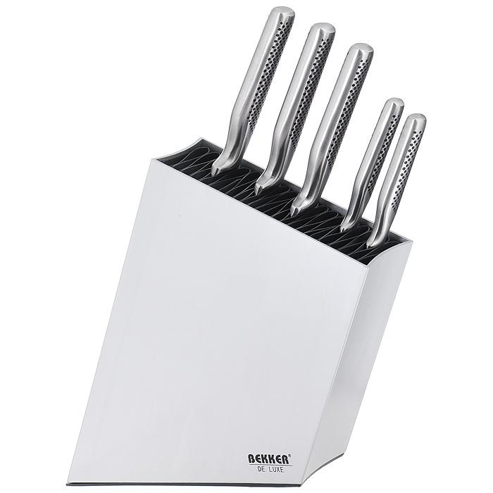 Набор кухонных ножей Bekker, 6 предметов. BK-8419BK-8419Набор кухонных ножей Bekker состоит из поварского ножа, ножа для резки хлеба, ножа для тонкой нарезки, универсального ножа, ножа для очистки и подставки. Ножи выполнены из нержавеющей стали, ручки имеют яркий интересный дизайн. Ножи помещаются на подставке, изготовленной из пластика и алюминия. Оригинальный набор ножей великолепно украсит интерьер кухни и послужит функционально. Подходят для чистки в посудомоечной машине.