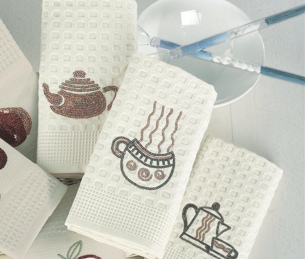 Набор вафельных салфеток Чашка кофе, цвет: кремовый, 50 х 70 см, 2 штЧашка КофеНабор Чашка кофе состоит из двух кухонных салфеток-полотенец, изготовленных из натурального хлопка. Изделия выполнены из необычной вафельной ткани-пике удивительной мягкости. Одно из полотенец декорировано оригинальной вышивкой с пайетками. Благородный кремовый цвет и бронзово-золотистые тона пайеток придают изысканную благородность паре кухонных салфеток. Потрясающе нарядные полотенца-салфетки упакованы в подарочную коробку, повязанную атласным бантом янтарного цвета. Набор вафельных салфеток Чашка кофе станет прекрасным подарком, надежным помощником на кухне, отличным украшением праздничного стола и скрасит повседневные будни. Рекомендации по уходу: - стирка при температуре не более 30°С; - не отбеливать; - не выжимать и сушить в стиральной машине; - Химчистка с использованием углеводорода, хлорного этилена, монофтортрихлорметана (чистка на основе перхлорэтилена); - гладить при температуре не более 110°С.