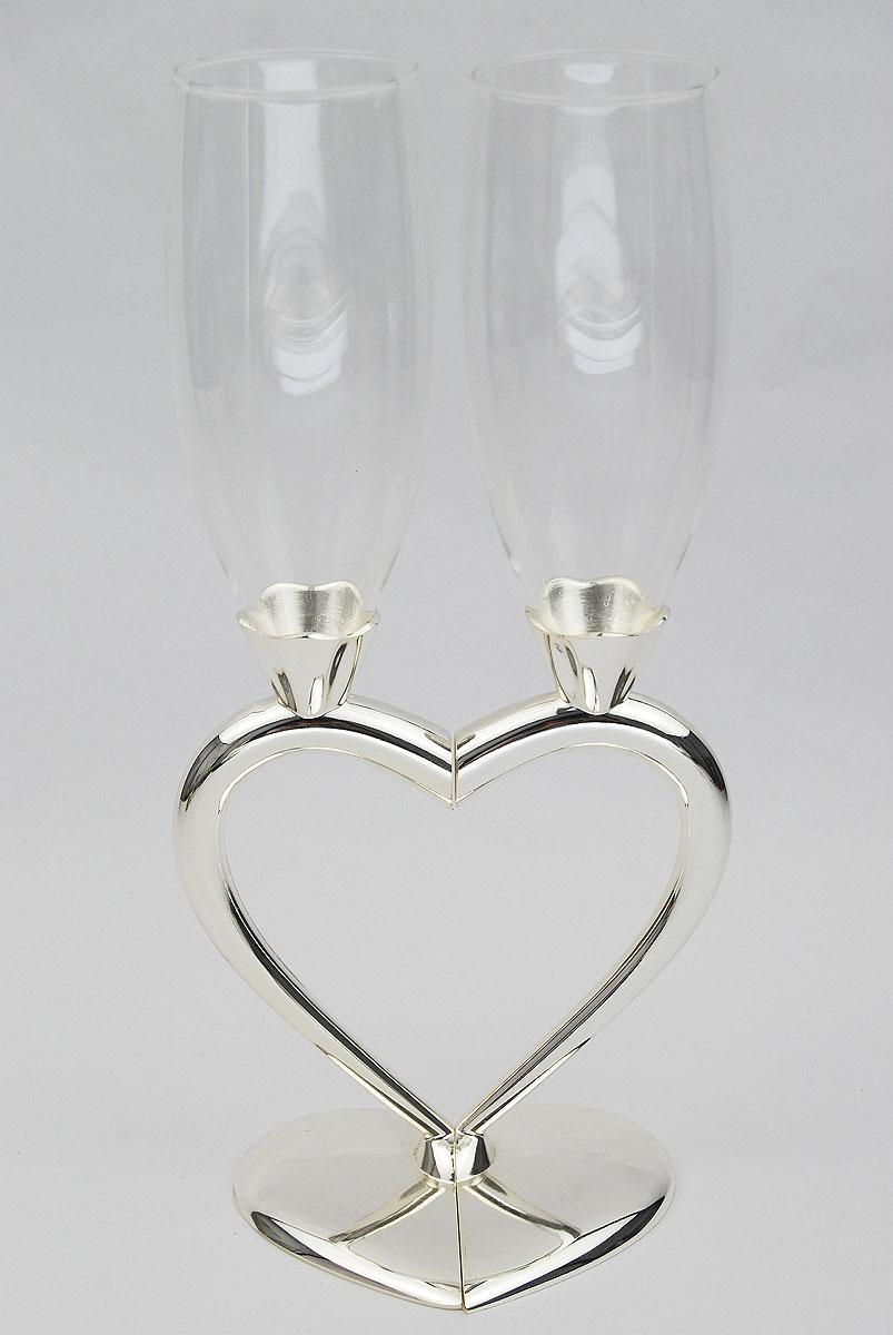 Набор бокалов Marquis Сердце, 2 шт. 1098-MR1098-MRНабор Marquis Сердце состоит из двух бокалов на высоких ножках. Бокалы выполнены из стекла. Изящные ножки изготовлены из стали с серебряно-никелевым покрытием в виде половинок сердца. Бокалы идеально подойдут для шампанского и вина. Набор станет прекрасным дополнением романтического вечера. Изысканные изделия необычного оформления понравятся и ценителям классики, и тем, кто предпочитает утонченность и изысканность. Характеристики: Материал: сталь с серебряно-никелевым покрытием, стекло. Комплектация: 2 шт. Диаметр бокала (по верхнему краю): 5 см. Высота бокала: 26 см. Размер основания: 9 см х 5 см. Размер упаковки: 20,5 см x 29 см x 9,5 см. Артикул: 1098-MR.