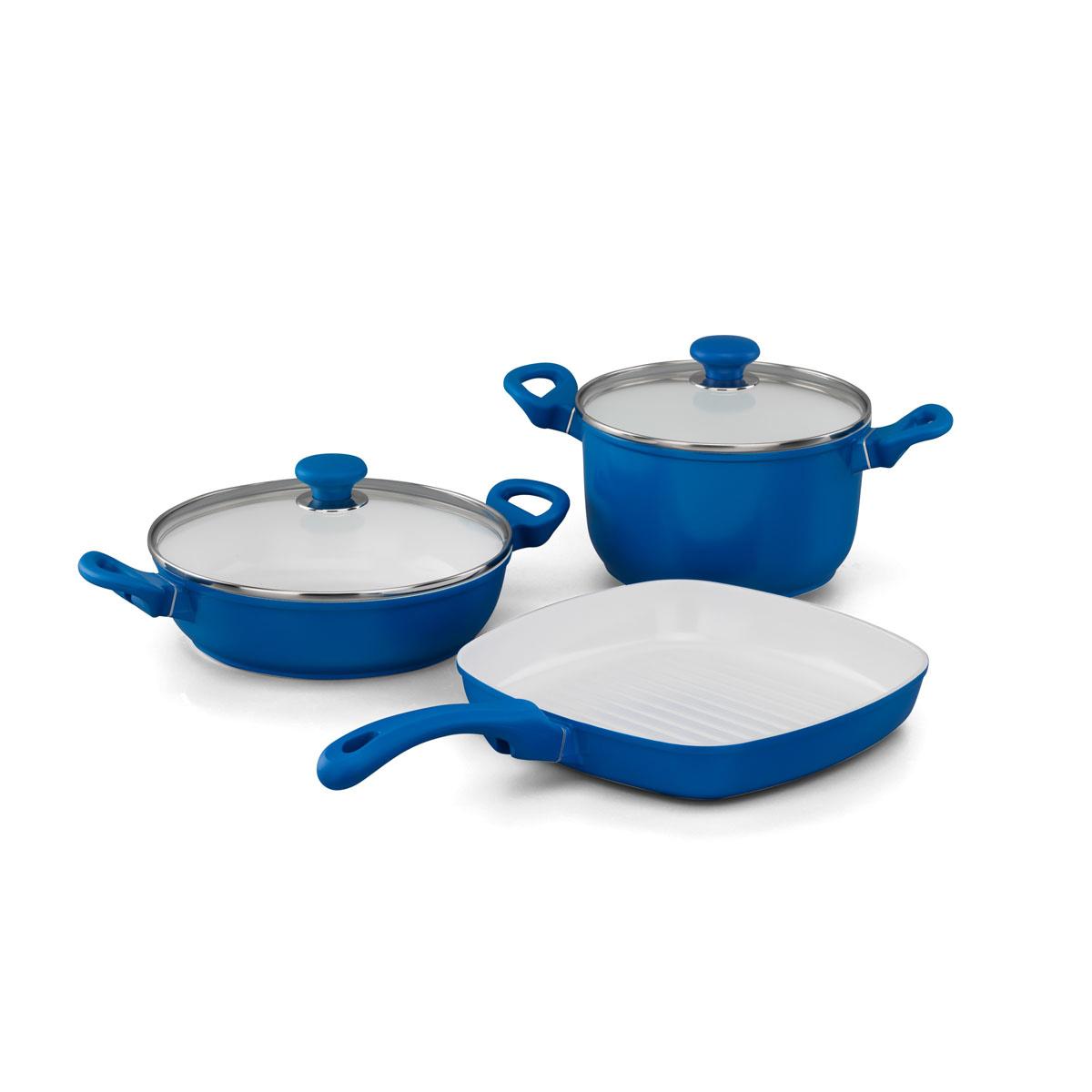 Набор посуды Korkmaz Seravita с керамическим покрытием, цвет: голубой, 3 предметаA1516-2Набор посуды Korkmaz Seravita состоит из кастрюли с крышкой, сотейника с крышкой и сковороды-гриля. Внешнее покрытие голубого цвета, внутреннее покрытие - белого цвета. Керамическое внутреннее и наружное покрытие нагревается до +450°С, чрезвычайно устойчиво к механическому воздействию, не выделяет токсичных паров при готовке, не содержит тяжелых металлов (таких как свинец и кадмий), легко моется. При готовке на керамическом покрытии пища не пристает и не пригорает, а масла требуется вдвое меньше по сравнению с другими покрытиями, что позволяет приготовить здоровую, вкусную и полезную пищу без лишних жиров и оксидантов. Кроме того, покрытие абсолютно экологично, так как не содержит тефлоновые составляющие PTFE и PFOA. Основа из высокопрочного алюминия позволяет изделиям быстро нагреваться до высокой температуры и равномерно распределять тепло по всей поверхности. Высокая теплопроводность позволяет быстро готовить даже на медленном огне, а значит, витамины и полезные...