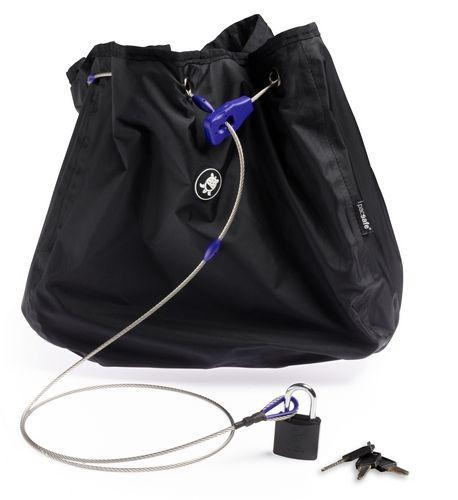 Сумка с тросом PacSafe C35L Stealth, цвет: черныйPD103BKПредусмотрена защита от перерезания и приспособления для крепления к неподвижным предметам. Как и изделия оригинальной запатентованной серии pacsafe, эти чехлы рассчитаны на сумки объемом 35 л соответственно. При этом уменьшенный проем позволяет надежно защитить вещи от воров.