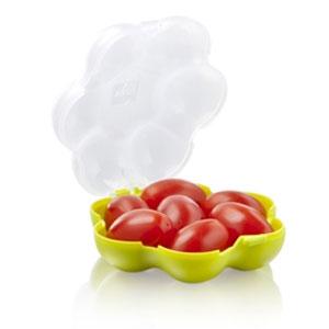 Футляр VacuVin Tomato Guard, для переноски помидоров-черри. 28626602862660Футляр VacuVin Tomato Guard, для переноски помидоров-черри - очередной шаг в продвижении здорового питания среди детей и взрослых. С помощью такого футляра вы сможете вместить до семи помидорчиков черри и защитить ваши овощи от вмятин и повреждений по пути в школу или на работу.