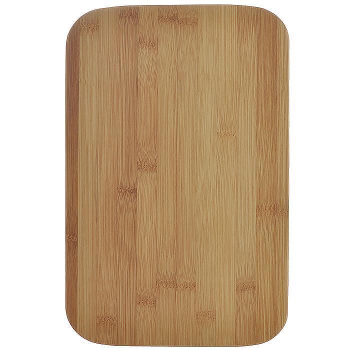 Доска кухонная Hans & Gretchen, 29,5 см х 19,5 см х 1 см. 28LB-210228LB-2102Доска кухонная Hans & Gretchen изготовлена из бамбука. Прекрасно подходит для приготовления и сервировки пищи. Всем известно, что на кухне без разделочной доски не обойтись! Ведь во время приготовления пищи мы то и дело что-то режем. Поэтому разделочная доска должна быть изготовлена из прочного и экологически чистого материала, ведь с ней соприкасается наша пища.