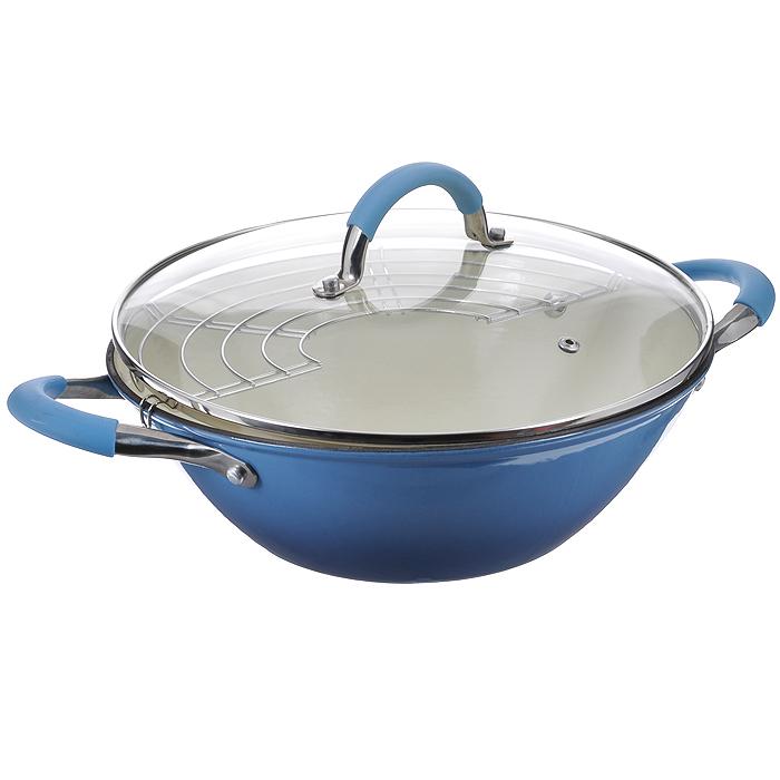Казан чугунный Mayer & Boch с крышкой, с решеткой-барбекю, цвет: голубой, 3,6 л21410Казан Mayer & Boch, изготовленный из чугуна, идеально подходит для приготовления вкусных тушеных блюд. Он имеет внешнее голубое и внутреннее белое эмалевое покрытие. Чугун является традиционным высокопрочным, экологически чистым материалом. Причем, чем дольше и чаще вы пользуетесь этой посудой, тем лучше становятся ее свойства. Высокая теплоемкость чугуна позволяет ему сильно нагреваться и медленно остывать, а это в свою очередь обеспечивает равномерное приготовление пищи. Чугун не вступает в какие-либо химические реакции с пищей в процессе приготовления и хранения, а плотное покрытие - безупречное препятствие для бактерий и запахов. Пища, приготовленная в чугунной посуде, благодаря экологической чистоте материала не может нанести вред здоровью человека. Казан оснащен двумя удобными ручками из нержавеющей стали с ненагревающимися силиконовыми вставками. Крышка изготовлена из жаропрочного стекла и оснащена отверстием для выпуска пара и ...