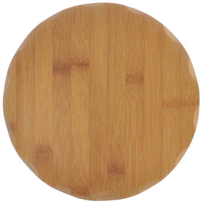 Доска разделочная Hans & Gretchen, диаметр 23 см99526Круглая разделочная доска Hans & Gretchen выполнена из натурального бамбука. Бамбук обладает природными антибактериальными свойствами. Доски отличаются долговечностью, большой прочностью и высокой плотностью, легко моются, не впитывают запахи и обладают водоотталкивающими свойствами, при длительном использовании не деформируются. Разделочная доска Hans & Gretchen прекрасно подойдет для приготовления и сервировки пищи. Рекомендации по уходу: - очищать сразу после использования; - просушивать после мытья; - не использовать при высокой температуре. Характеристики: Материал: бамбук. Размер разделочной доски: 23 см х 23 см х 1 см. Артикул: 99526.