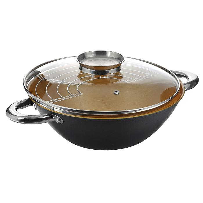 Казан чугунный Mayer & Boch с крышкой, с решеткой-барбекю, цвет: черный, золотистый, 3,6 л. 2140621406Казан Mayer & Boch, изготовленный из чугуна, идеально подходит для приготовления вкусных тушеных блюд. Он имеет внешнее черное и внутреннее золотистое керамическое покрытие. Чугун является традиционным высокопрочным, экологически чистым материалом. Причем, чем дольше и чаще вы пользуетесь этой посудой, тем лучше становятся ее свойства. Высокая теплоемкость чугуна позволяет ему сильно нагреваться и медленно остывать, а это в свою очередь обеспечивает равномерное приготовление пищи. Чугун не вступает в какие-либо химические реакции с пищей в процессе приготовления и хранения, а плотное покрытие - безупречное препятствие для бактерий и запахов. Пища, приготовленная в чугунной посуде, благодаря экологической чистоте материала не может нанести вред здоровью человека. Казан оснащен двумя удобными ручками из нержавеющей стали. Крышка изготовлена из жаропрочного стекла и оснащена отверстием для выпуска пара и металлическим ободом. Такая крышка позволяет следить за процессом...