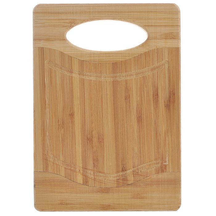 Доска разделочная Hans & Gretchen Flutto, 20 х 14 смFB-BПрямоугольная разделочная доска Hans & Gretchen Flutto выполнена из натурального бамбука. Доска оснащена удобной ручкой и канавкой для стекания сока. Бамбук обладает природными антибактериальными свойствами. Доски отличаются долговечностью, большой прочностью и высокой плотностью, легко моются, не впитывают запахи и обладают водоотталкивающими свойствами, при длительном использовании не деформируются. Разделочная доска Hans & Gretchen Flutto прекрасно подойдет для приготовления и сервировки пищи. Рекомендации по уходу: - очищать сразу после использования; - просушивать после мытья; - не использовать при высокой температуре. Характеристики: Материал: бамбук. Размер разделочной доски: 20 см х 14 см х 1,5 см. Артикул: FB-B.