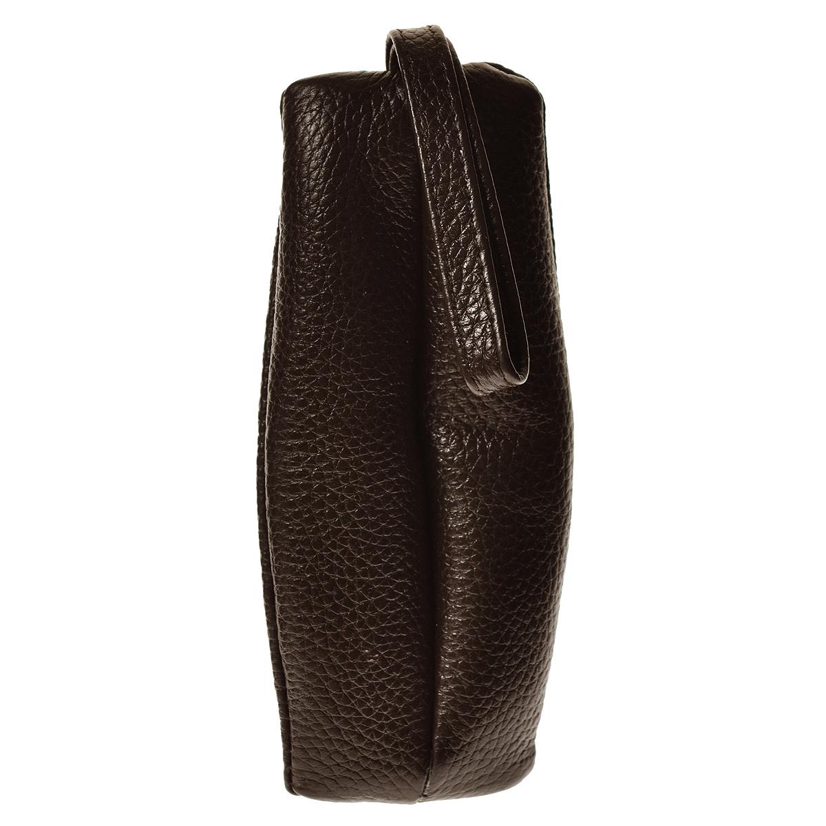 Ключница Cheribags, цвет: коричневыйключница 20Компактная ключница Cheribags изготовлена из натуральной кожи коричневого цвета и имеет одно отделение на молнии. Ключница оснащена петелькой для возможности крепления к поясу или сумке. Этот аксессуар станет замечательным подарком человеку, ценящему качественные и практичные вещи.