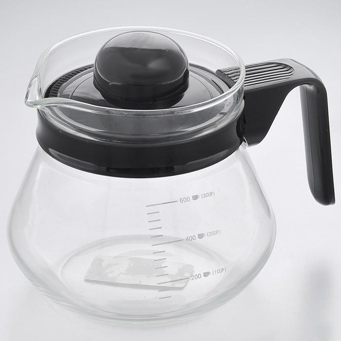 Чайник заварочный Hans & Gretchen, с мерной шкалой, 0,6 л. 14YS-820314YS-8203Заварочный чайник Hans & Gretchen изготовлен из экологически чистых и безопасных материалов. Колба выполнена из прочного термостойкого стекла Pyrex, выдерживающего температуру до 150°С. Пластиковые детали черного цвета изготовлены из прочного нетоксичного материала. Боковые стенки чайника имеют отметки литража в миллилитрах и количестве чашек. Крышка оснащена решеткой, благодаря которой чайные листья не попадут в чашку. Удобная ручка не нагревается в процессе эксплуатации. Чайник используется для приготовления чая. Простой и удобный прибор поможет вам приготовить крепкий, ароматный чай. Рекомендации по использованию: - не используйте посуду в случае появления трещин, - не используйте в СВЧ, - можно мыть в посудомоечной машине. Характеристики: Материал: пластик, стекло. Объем: 0,6 л. Диаметр по верхнему краю: 9,5 см. Высота (без учета крышки): 11,5 см. Размер упаковки: 15,5 см х 13 см х 12,5 см. Артикул: 14YS-8203.