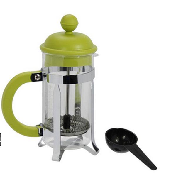 Кофейник Caffettiera с прессом, 0,35 л1913-Кофейник Caffettiera с металлическим корпусом, пластиковой ручкой и пластиковой крышкой займет достойное место на вашей кухне. Оснащен фильтром french press. Прилагается мерная ложечка. Современный дизайн полностью соответствует последним модным тенденциям в создании предметов бытовой техники. Настоящим ценителям натурального кофе широко известны основные и наиболее часто применяемые способы его приготовления: эспрессо, по-турецки, гейзерный. Однако существует принципиально иной способ, известный как french press, благодаря которому приготовление ароматного напитка стало гораздо проще. Весь процесс приготовления кофе займет не более 7 минут. Характеристики: Материал: пластик, нержавеющая сталь, стекло. Объем: 0,35 л. Артикул: 1913-. Производитель: Швейцария.