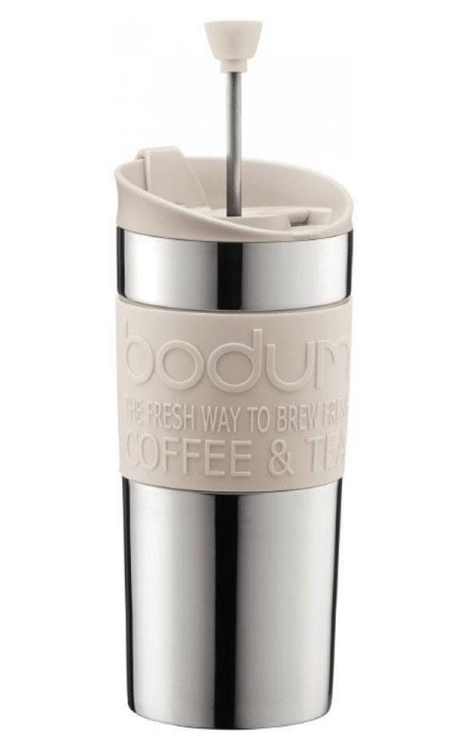 Кофейник дорожный Travel, цвет: белый, 0,35 л11067-913Французский пресс Travel, выполненный из двухслойной стали, что надолго сохраняет напиток горячим. Крышка же сконструирована так, чтобы из кофейника, как из кружки, можно было пить. Засыпайте кофе внутрь кофейника, заливайте горячей водой и закрывайте крышку. Оставьте на несколько минут, а затем опустите поршень. Он отфильтрует кофейную гущу от самого напитка. Кофейник пригодится вам на пикнике, в путешествии или в офисе. С ним приготовление вкуснейшего ароматного и крепкого кофе займет всего пару минут.