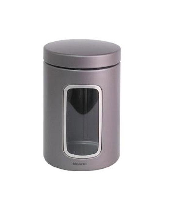 Контейнер для сыпучих продуктов Brabantia с окном, 1,4 л. 288425288425Контейнер для сыпучих продуктов Brabantia, изготовленный из высококачественной нержавеющей стали, станет незаменимым помощником на кухне. В нем будет удобно хранить разнообразные сыпучие продукты, такие как кофе, крупы, макароны или специи. Контейнер снабжен металлической крышкой и окошком. Оригинальный дизайн контейнера позволит украсить любую кухню, внеся разнообразие, как в строгий классический стиль, так и в современный кухонный интерьер. Характеристики: Материал: нержавеющая сталь, пластик. Объем: 1,4 л. Диаметр: 9 см. Высота: 16 см. Толщина стенки: 0,5 мм. Размер упаковки: 16 см х 10,5 см х 10,5 см. Артикул: 288425. Гарантия производителя: 5 лет.