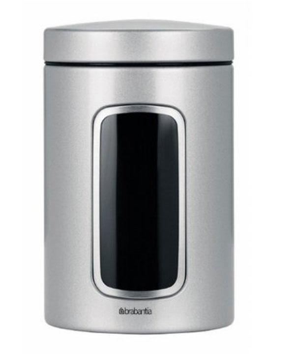 Контейнер для сыпучих продуктов Brabantia с окном, 1,4 л. 243509243509Контейнер для сыпучих продуктов Brabantia, изготовленный из высококачественной нержавеющей стали, станет незаменимым помощником на кухне. В нем будет удобно хранить разнообразные сыпучие продукты, такие как кофе, крупы, макароны или специи. Контейнер снабжен металлической крышкой и окошком. Оригинальный дизайн контейнера позволит украсить любую кухню, внеся разнообразие, как в строгий классический стиль, так и в современный кухонный интерьер. Характеристики: Материал: нержавеющая сталь, пластик. Объем: 1,4 л. Диаметр: 9 см. Высота: 16 см. Толщина стенки: 0,5 мм. Размер упаковки: 16 см х 10,5 см х 10,5 см. Артикул: 243509. Гарантия производителя: 5 лет.