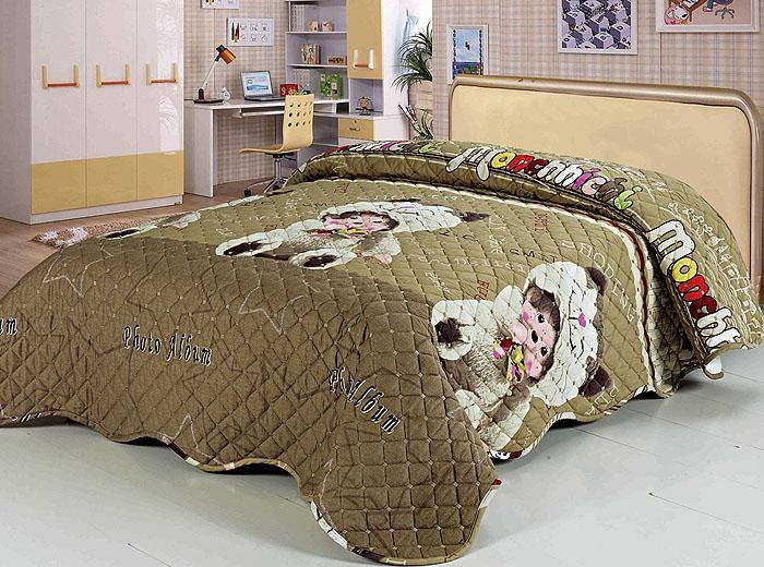 Покрывало стеганое SL, цвет: коричневый, 160 см х 220 см. 97709770Роскошное покрывало SL, выполненное из натурального хлопка, оформлено изображением милых медведей и фигурной стежкой. Края покрывала закругленные. Такое покрывало согреет в прохладную погоду и будет превосходно дополнять интерьер вашей спальни. Изделие упаковано в подарочную картонную коробку, украшенную сюжетами по мотивам картин эпохи Возрождения. Характеристики: Материал: 100% хлопок. Цвет: коричневый. Размер покрывала (Ш х Д): 160 см х 220 см. Soft Line предлагает широкий ассортимент высококачественного домашнего текстиля разных направлений и стилей. Это и постельное белье из тканей различных фактур и орнаментов, а также мягкие теплые пледы, красивые покрывала, воздушные банные халаты, текстиль для гостиниц и домов отдыха, практичные наматрасники, изысканные шторы, полотенца и разнообразное столовое белье. Soft Line - это ваш путеводитель по мягкому миру текстиля, полному удивительных достопримечательностей.