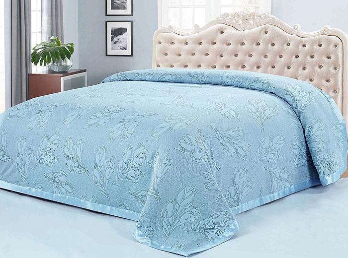 Покрывало SL, цвет: серо-голубой, 220 см х 240 см. 099999999Роскошное покрывало SL выполнено из полиэстера серо-голубого цвета и оформлено цветочным узором и кантом. Покрывало SL - это отличный способ придать спальне уют и привнести в интерьер что-то новое. Покрывало согреет в прохладную погоду, и будет превосходно дополнять интерьер вашей спальни. Характеристики: Материал: 100% полиэстер (микроволокно). Цвет: серо-голубой. Размер покрывала: 220 см х 240 см. Soft Line предлагает широкий ассортимент высококачественного домашнего текстиля разных направлений и стилей. Это и постельное белье из тканей различных фактур и орнаментов, а также мягкие теплые пледы, красивые покрывала, воздушные банные халаты, текстиль для гостиниц и домов отдыха, практичные наматрасники, изысканные шторы, полотенца и разнообразное столовое белье. Soft Line - это ваш путеводитель по мягкому миру текстиля, полному удивительных достопримечательностей. Постельное белье марки Soft Line...