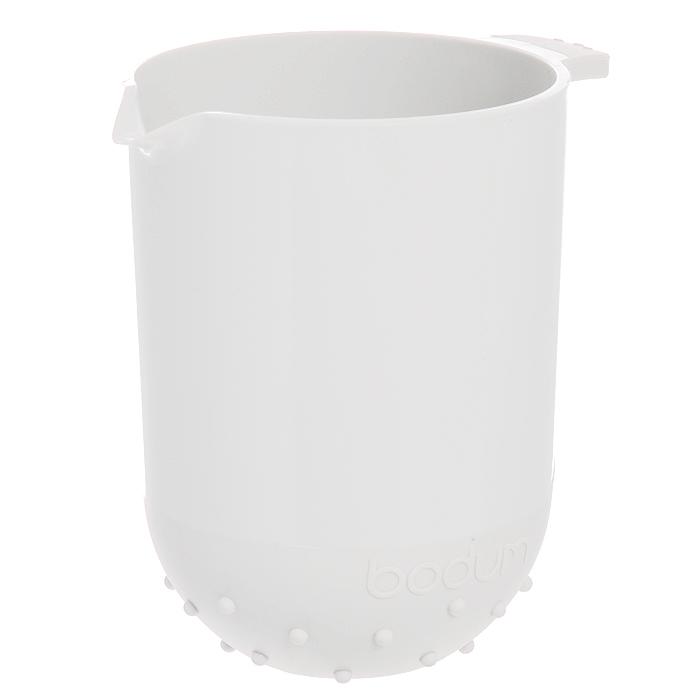 Миска Bodum Bistro, цвет: белый, 1 л. 11508-913B11508-913BМиска Bodum Bistro просто незаменимая вещь на кухне любой современной хозяйки. С ней приготовление и употребление пищи переходит на качественно новый уровень. Миска изготовлена из пластика - легкого материала, который без усилий очищается и быстро сохнет. Вы сможете использовать ее для замешивания теста, мытья овощей и многих других кулинарных операций. Миска оснащена носиком. Также она имеет дополнительный слой резины на ручке и на нижней поверхности, благодаря чему не скользит по поверхности стола. Миску можно помещать в микроволновую печь и мыть в посудомоечной машине. Характеристики: Материал: пластик, резина. Цвет: белый. Объем миски: 1 л. Диаметр миски по верхнему краю: 12 см. Внутренний диаметр миски: 11 см. Высота миски: 16 см. Производитель: Швейцария. Артикул: 11508-913B.
