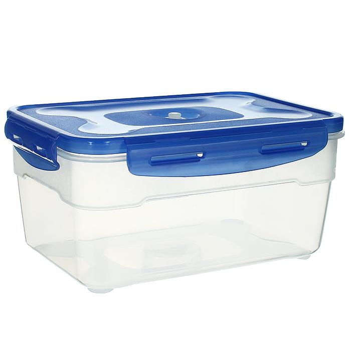 Контейнер вакуумный для пищевых продуктов Atlantis, цвет: синий, прозрачный, 2,3 лVS2R-32Контейнер Atlantis прямоугольной формы предназначен для хранения пищевых продуктов. Он изготовлен из пищевого пластика, в состав которого включена антибактериальная добавка Microban. Microban, встроенный в структуру пластика, препятствует размножению микроорганизмов, уничтожает до 99,6% бактерий, находящихся на поверхности изделия. Сила межмолекулярных связей внутри полимера удерживает антисептик на поверхности и он не распространяется в сохраняемый продукт. Не изменяет вкусовых свойств хранимых в контейнере продуктов, препятствует размножению болезнетворных бактерий, сохраняет антибактериальные свойства в течение всего срока использования контейнера. Продукты сохраняются свежими дольше, чем в обычных контейнерах. Позволяет предотвратить загрязнение и неприятный запах, вызываемый бактериями, грибком и плесенью. Продукты в вакуумном контейнере можно ставить в морозилку или разогревать в микроволновой печи, не снимая при этом крышку контейнера....
