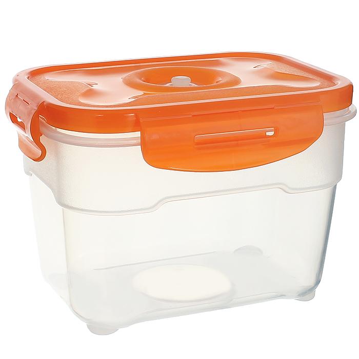 Контейнер вакуумный для пищевых продуктов Atlantis, цвет: оранжевый, 1 лVS2R-22-OКонтейнер Atlantis прямоугольной формы предназначен для хранения пищевых продуктов. Контейнер изготовлен из пищевого пластика, в состав которого включена антибактериальная добавка Microban. Microban, встроенный в структуру пластика, препятствует размножению микроорганизмов, уничтожает до 99,6% бактерий, находящихся на поверхности изделия. Сила межмолекулярных связей внутри полимера удерживает антисептик на поверхности и он не распространяется в сохраняемый продукт. Не изменяет вкусовых свойств хранимых в контейнере продуктов, препятствует размножению болезнетворных бактерий, сохраняет антибактериальные свойства в течение всего срока использования контейнера. Продукты сохраняются свежими дольше, чем в обычных контейнерах. Позволяет предотвратить загрязнение и неприятный запах, вызываемый бактериями, грибком и плесенью. Продукты в вакуумном контейнере можно ставить в морозилку или разогревать в микроволновой печи, не снимая при этом крышку контейнера. ...