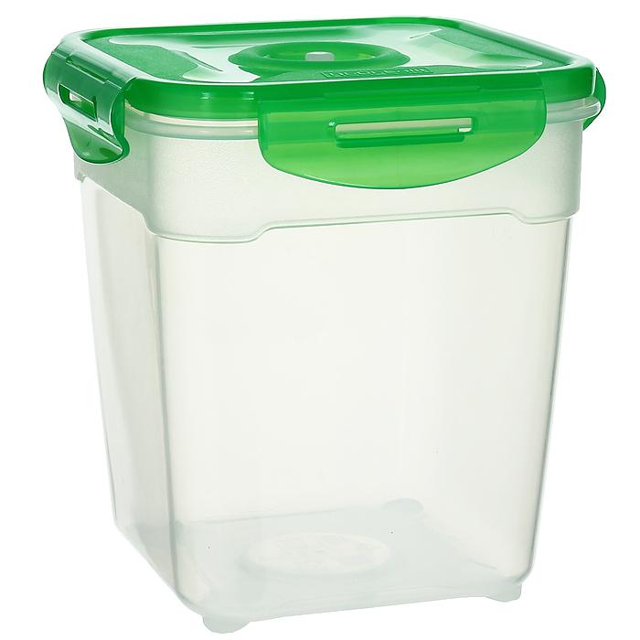 Контейнер вакуумный для пищевых продуктов Atlantis, цвет: зеленый, 2,5 лVS2R-53-GКонтейнер Atlantis квадратной формы предназначен для хранения пищевых продуктов. Контейнер изготовлен из пищевого пластика, в состав которого включена антибактериальная добавка Microban. Microban, встроенный в структуру пластика, препятствует размножению микроорганизмов, уничтожает до 99,6% бактерий, находящихся на поверхности изделия. Сила межмолекулярных связей внутри полимера удерживает антисептик на поверхности и он не распространяется в сохраняемый продукт. Не изменяет вкусовых свойств хранимых в контейнере продуктов, препятствует размножению болезнетворных бактерий, сохраняет антибактериальные свойства в течение всего срока использования контейнера. Продукты сохраняются свежими дольше, чем в обычных контейнерах. Позволяет предотвратить загрязнение и неприятный запах, вызываемый бактериями, грибком и плесенью. Продукты в вакуумном контейнере можно ставить в морозилку или разогревать в микроволновой печи, не снимая при этом крышку контейнера. ...