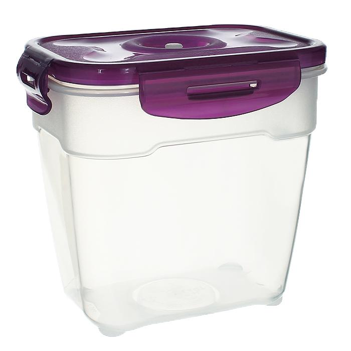 Контейнер вакуумный для пищевых продуктов Atlantis, цвет: фиолетовый, 1,4 лVS2R-23-VКонтейнер Atlantis прямоугольной формы предназначен для хранения пищевых продуктов. Контейнер изготовлен из пищевого пластика, в состав которого включена антибактериальная добавка Microban. Microban, встроенный в структуру пластика, препятствует размножению микроорганизмов, уничтожает до 99,6% бактерий, находящихся на поверхности изделия. Сила межмолекулярных связей внутри полимера удерживает антисептик на поверхности и он не распространяется в сохраняемый продукт. Не изменяет вкусовых свойств хранимых в контейнере продуктов, препятствует размножению болезнетворных бактерий, сохраняет антибактериальные свойства в течение всего срока использования контейнера. Продукты сохраняются свежими дольше, чем в обычных контейнерах. Позволяет предотвратить загрязнение и неприятный запах, вызываемый бактериями, грибком и плесенью. Продукты в вакуумном контейнере можно ставить в морозилку или разогревать в микроволновой печи, не снимая при этом крышку контейнера. Состояние...