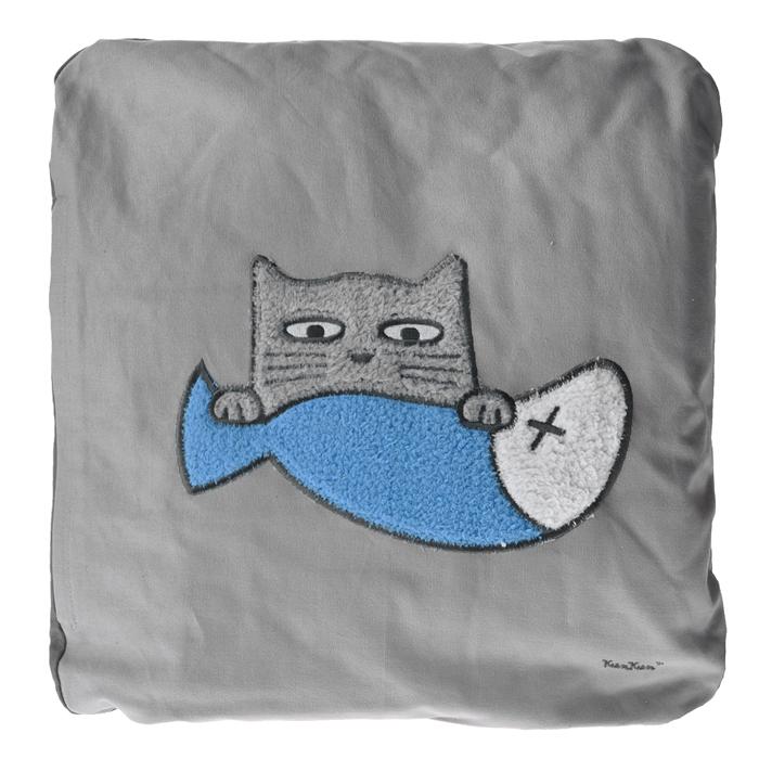 Подушка Кот, цвет: серый. 1316013160Подушка Кот, выполненная из натурального хлопка, станет отличным подарком для каждого. Подушка оформлена изображением кота в лапах у которого рыбка. Оригинальная подушка для Вашего дома поможет расслабиться после тяжелого рабочего дня или в длительном путешествии в машине. А еще может служить спальным местом для Вашего питомца или подушкой для стула. Такая подушка подарит комфорт и уют, а также станет оригинальным украшением интерьера. Характеристики: Материал чехла: хлопок, полиэстер. Размер подушки: 48 см x 50 см. Артикул: 13160.